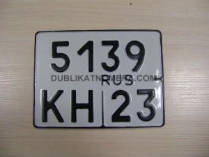 изготовление квадратного номера на авто